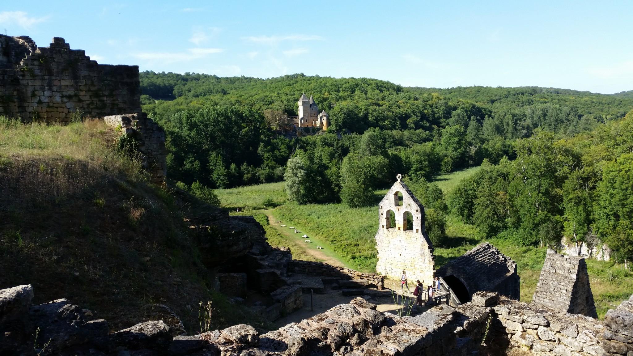 Vuda sus la chapela e Laussel en fons