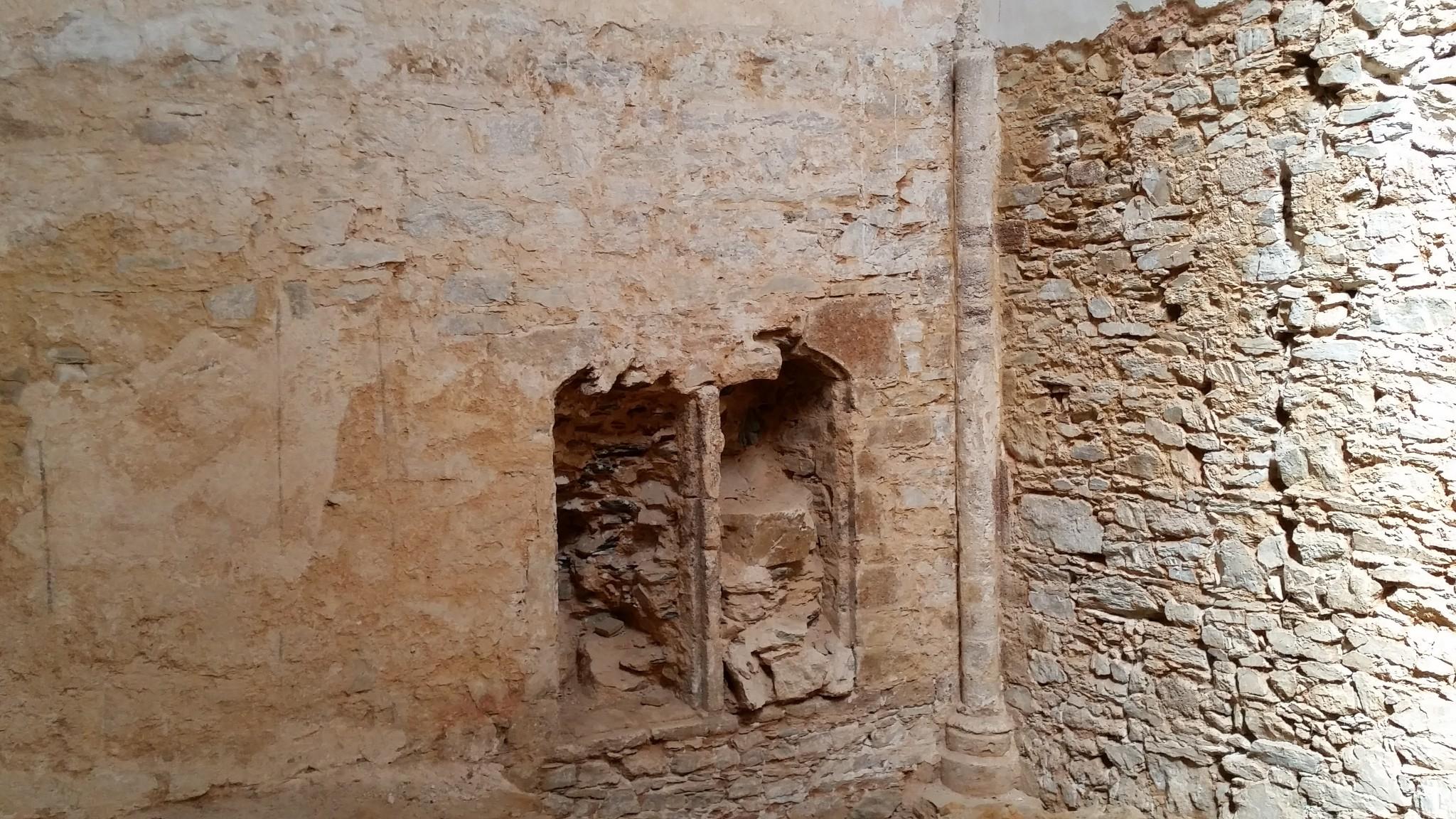 Restes de pintura, fondacions romanas...