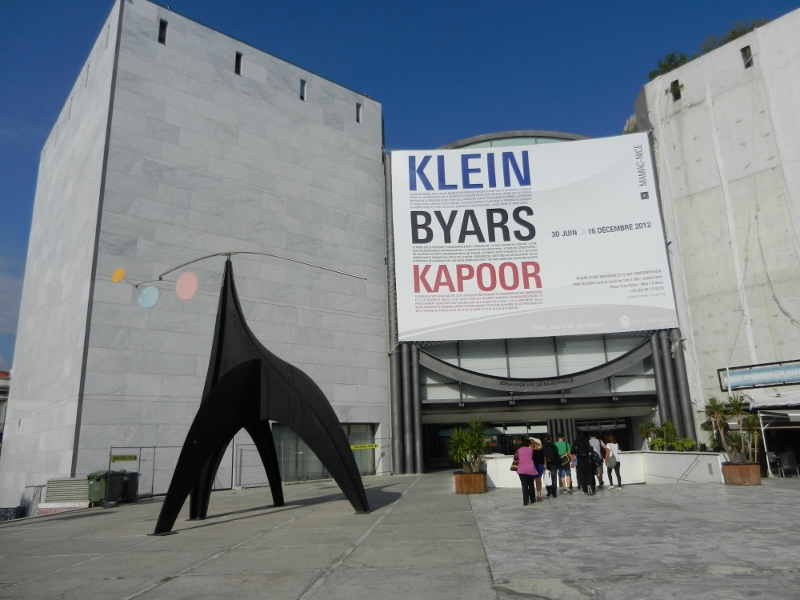 Esplanada Niki de Saint Phalle embé lo Stabile Mobile d'Alexander Calder